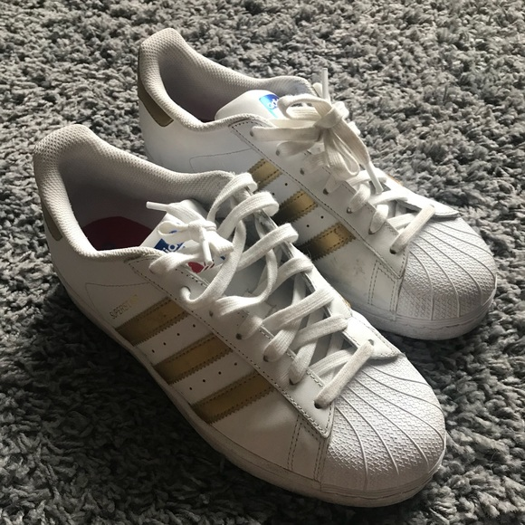 8b9d16dab42 adidas Shoes - Adidas La Marque Aux 3 bandes Superstar Sneakers 9